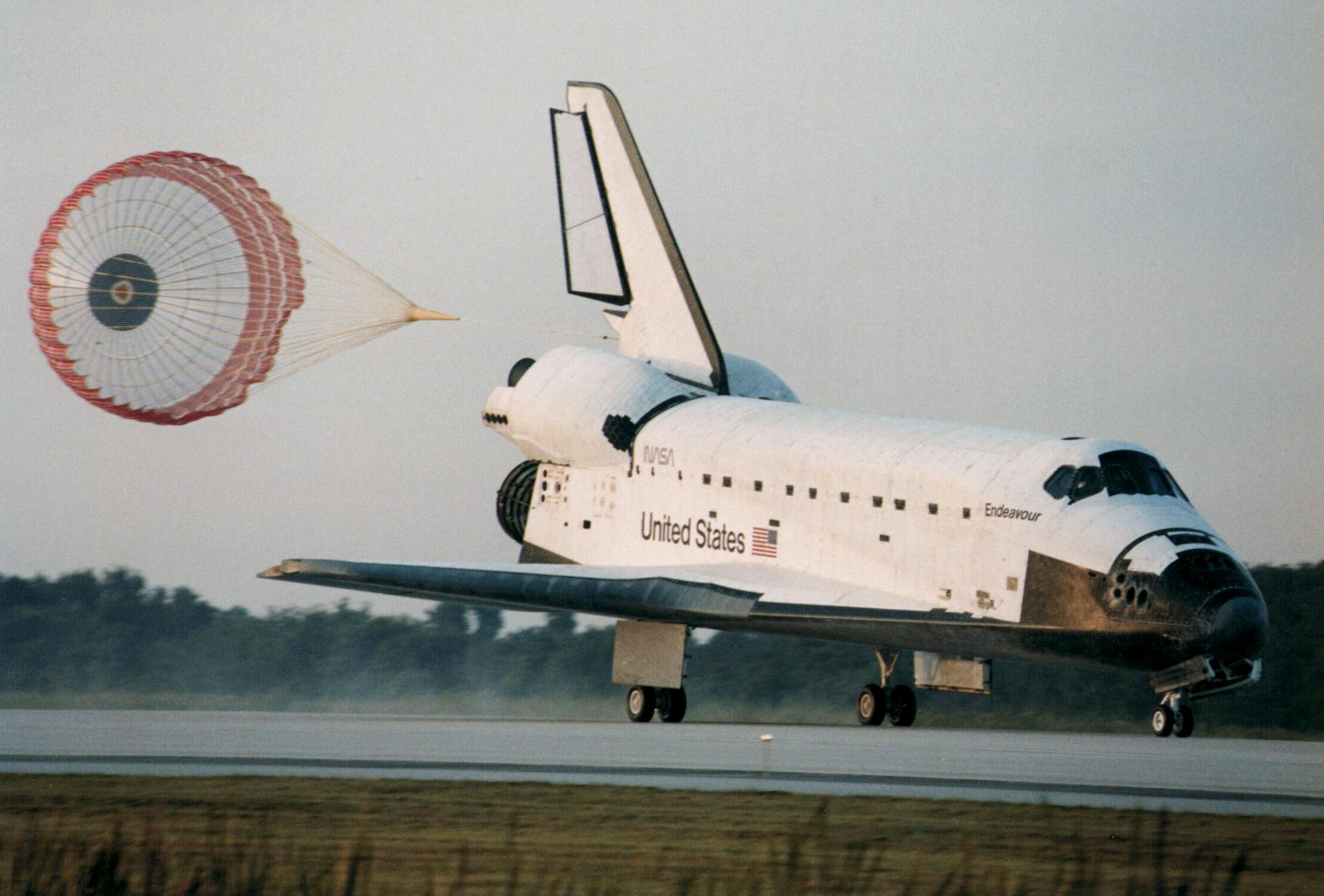 Prima missione dello Space Shuttle Endeavour: 7 maggio 1992
