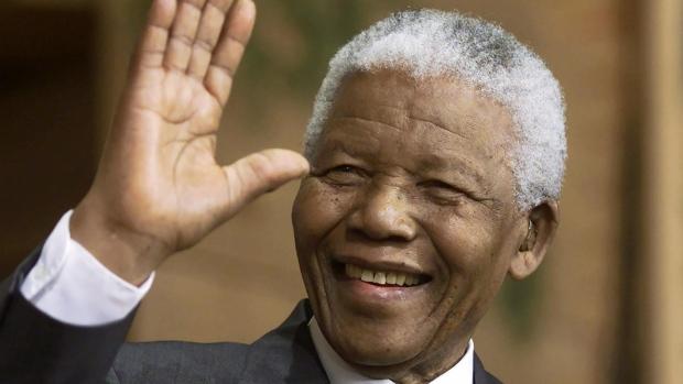 Nelson Mandela diventa il primo Presidente nero del Sudafrica